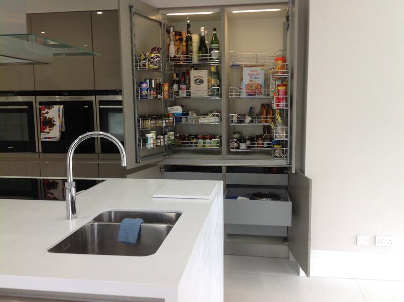 High Gloss German kitchen using Schuller 2