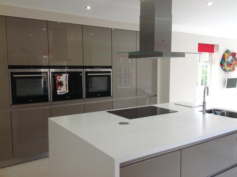 High-Gloss-German-kitchen-using-Schuller-main.jpg