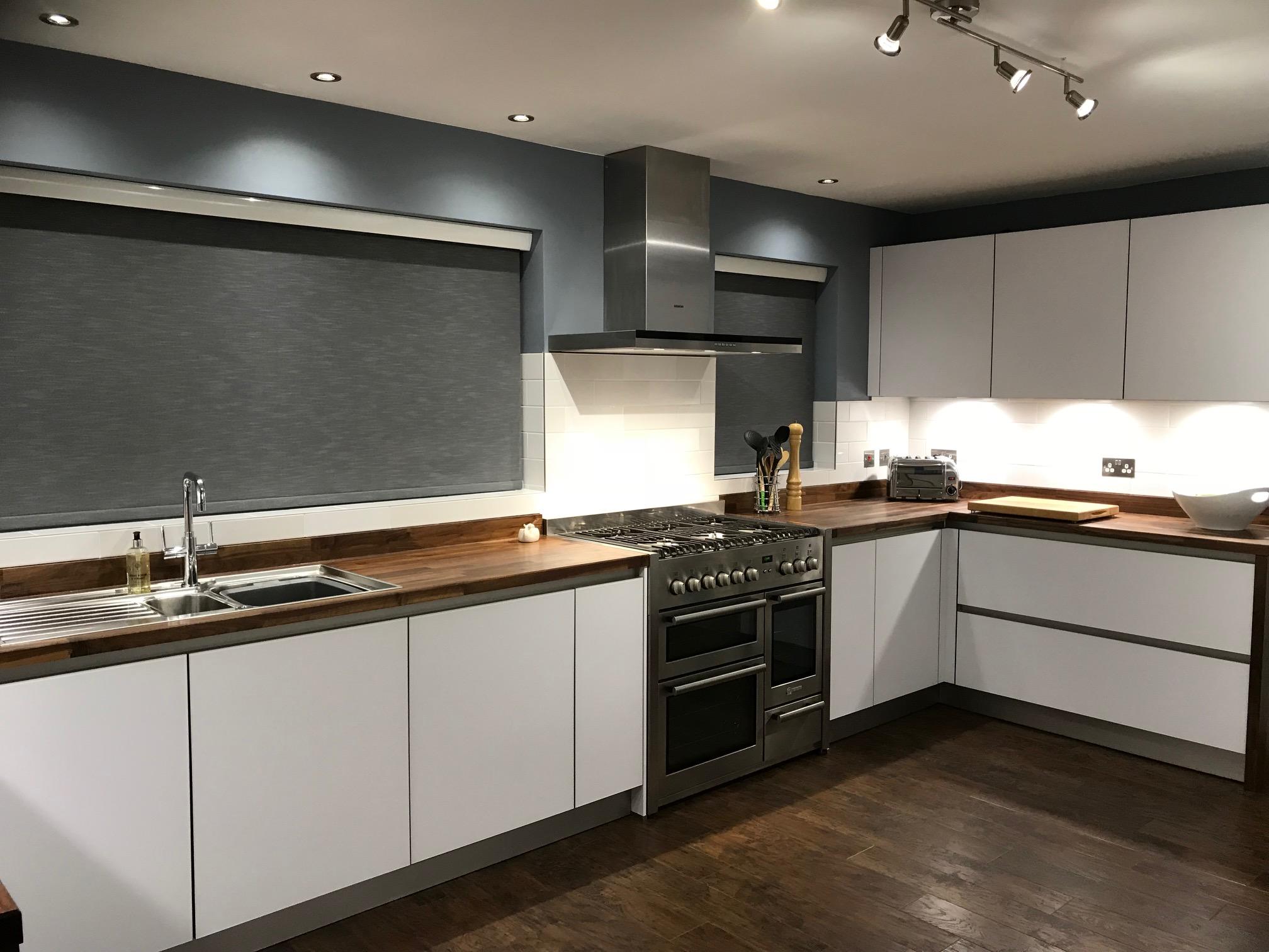 Schuller Next 125 Glassline Kitchen in NX902 Polar White Satin